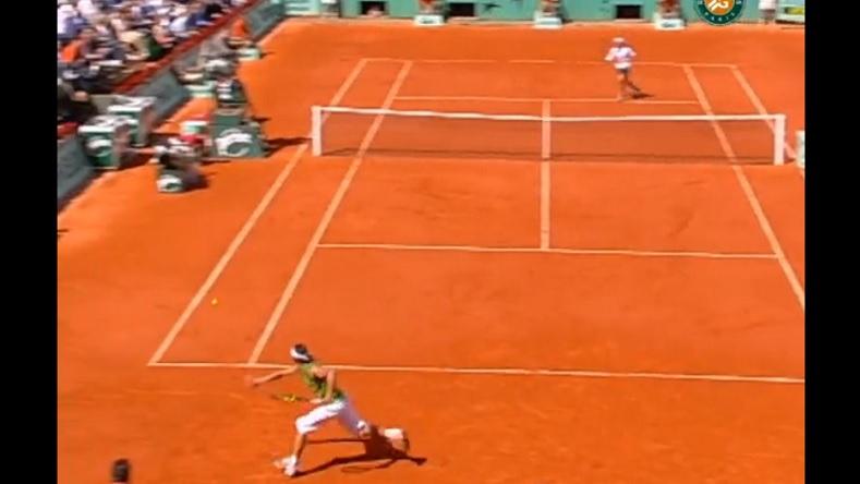 Un passing d'anthologie de Nadal contre Ferrer à Roland-Garros en 2005.