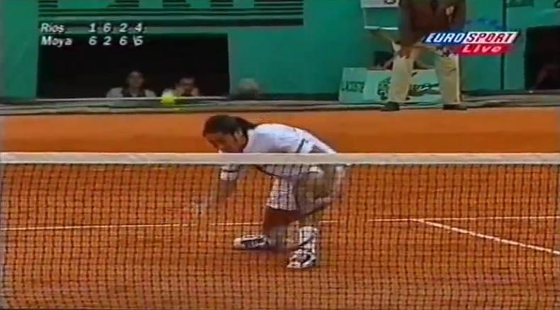 Marcelo Rios : une volée rétro indécente pour sauver une balle match (Roland-Garros 1998)