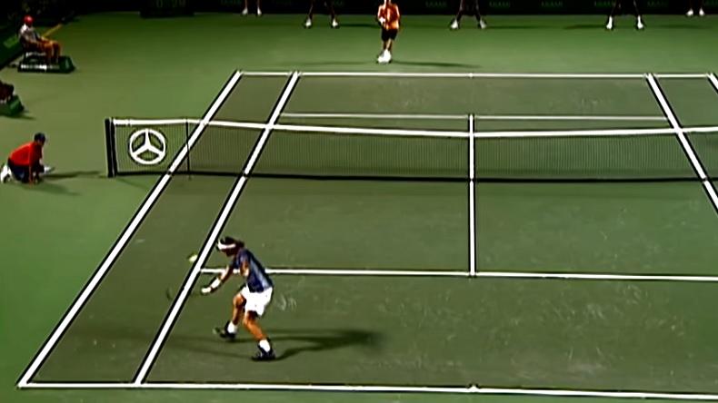 Miami 2002. Roger Federer réussit un coup de génie contre Lleyton Hewitt.