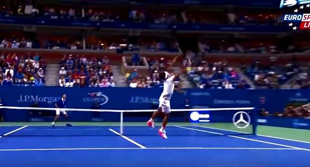 Régalez-vous avec les meilleurs points de Roger Federer lors de l'US Open 2015.