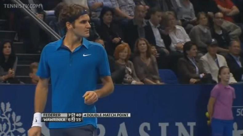 Roger Federer a deux balles de match mais il va corriger le score et dire 30-A.