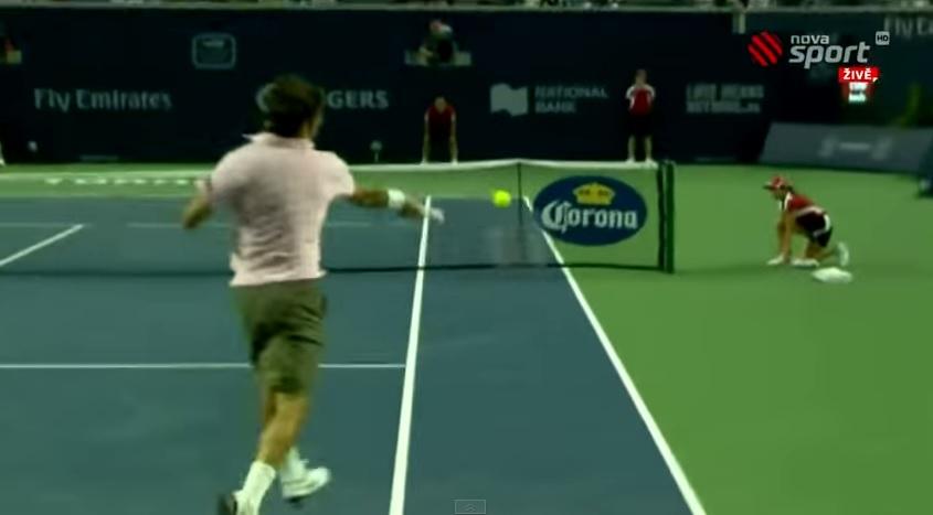 Une compilation avec des angles exceptionnels trouvés par Roger Federer.