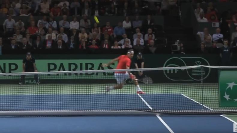 Le lob de revers en demi-volée, standard pour Roger Federer.