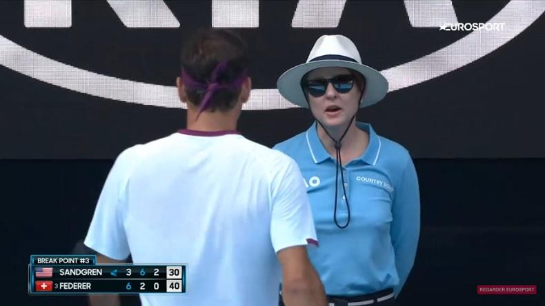 Quand une juge de ligne balance Roger Federer à l'arbitre pour un juron.