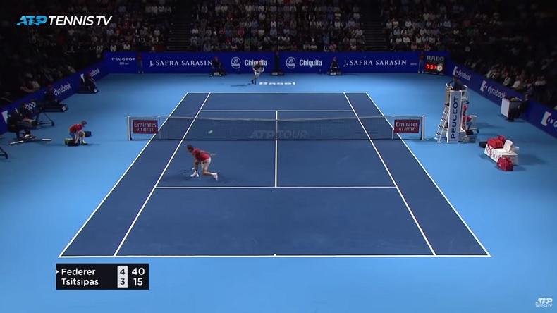 Cette volée amortie de Roger Federer fait partie des trois merveilles de Roger Federer contre Tsitsipas à Bâle.