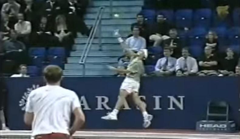 D'après Roger Federer, ce smash contre Andy Roddick au tournoi de Bâle en 2002 est le plus beau coup de sa carrière.