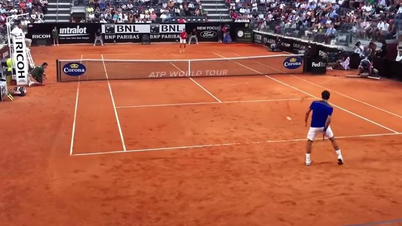 Un point légendaire de Roger Federer filmé des tribunes par un spectateur chanceux au Masters de Rome 2011.