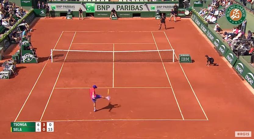 Les moments insolites de Roland Garros 2015 avec notamment ce tennis ballon entre Sela et Tsonga.