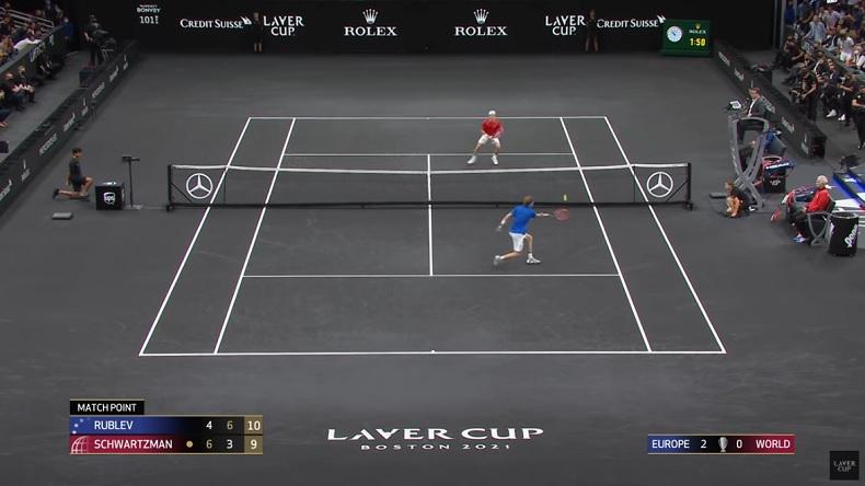 Andrey Rublev conclut en beauté son match contre Diego Schwartzman à la Laver Cup 2021 sur un point magnifique de 24 frappes.