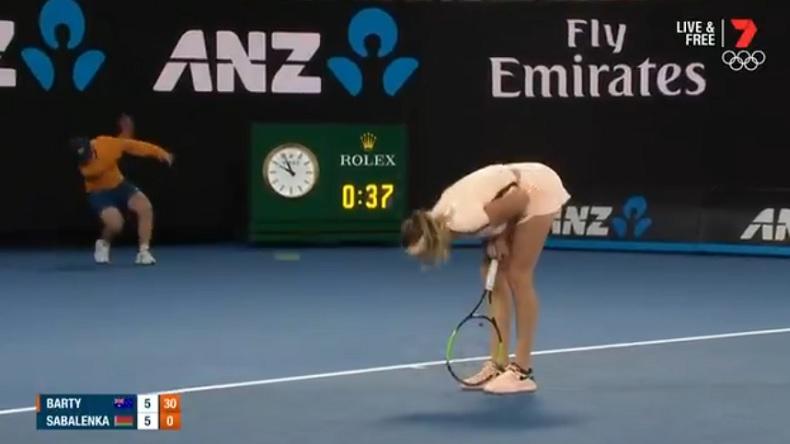 Les cirs d'Aryna Sabalenka ont fini par faire fissurer le public de la Rod Laver Arena à l'Open d'Australie.