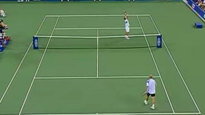 Pete Sampras termine sa carrière par 14e titre du Grand Chelem à l'US Open 2002 après avoir dominé son plus grand rival Andre Agassi en finale.