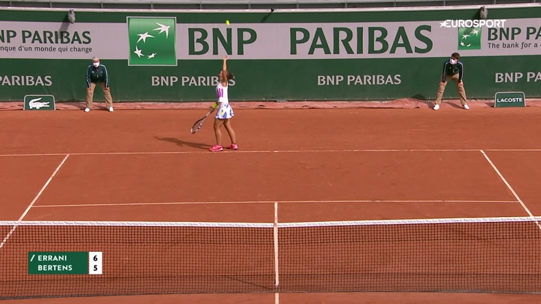 Cette séquence de Sara Errani au service, contre Kiki Bertens à Roland-Garros, est incroyable.