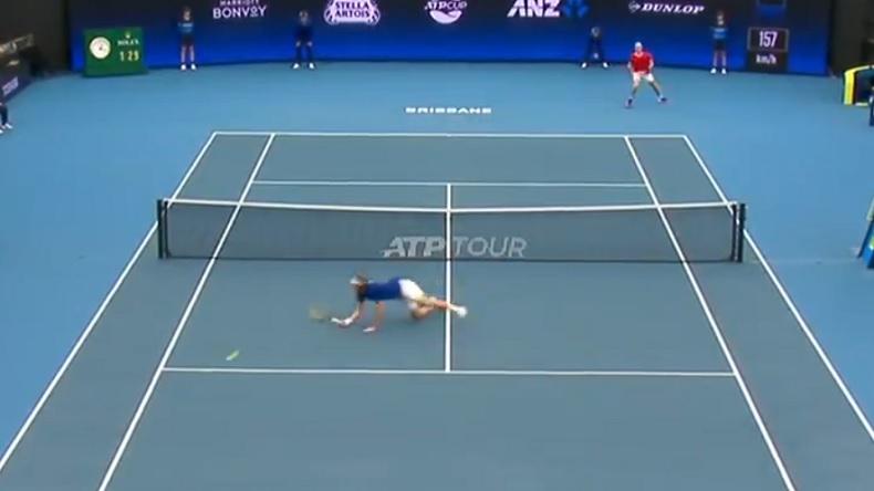 Denis Shapovalov et Stefanos Tsitsipas ont envoyé des missiles sur ce point à l'ATP Cup 2020.