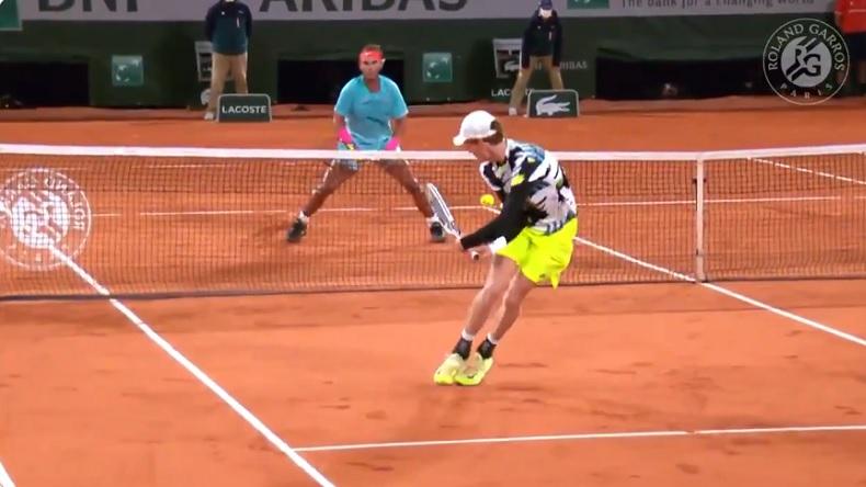 Jannik Sinner a frappé comme un sourd comme Nadal, mais il a aussi une belle main.