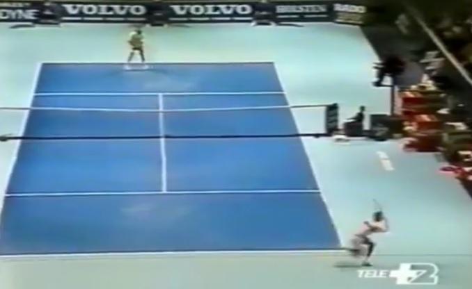 Stefan Edberg trouve un angle incroyable sur un coup droit en bout de course en finale du Masters 1990.