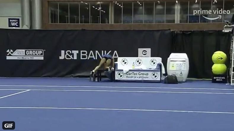Barbora, à quoi tu joues ? On joue là, reviens dans le point s'il te plaît.
