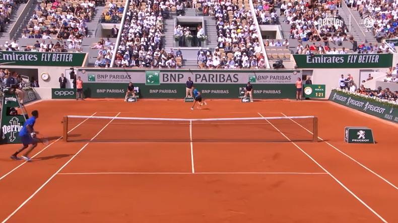 Le coup entre les jambes de Thiem contre Monfils à Roland-Garros 2019.