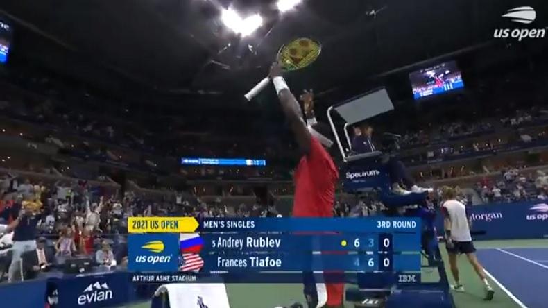 Frances Tiafoe a mis le feu au court Arthur Ashe lors de sa victoire contre Andrey Rublev à l'US Open 2021.