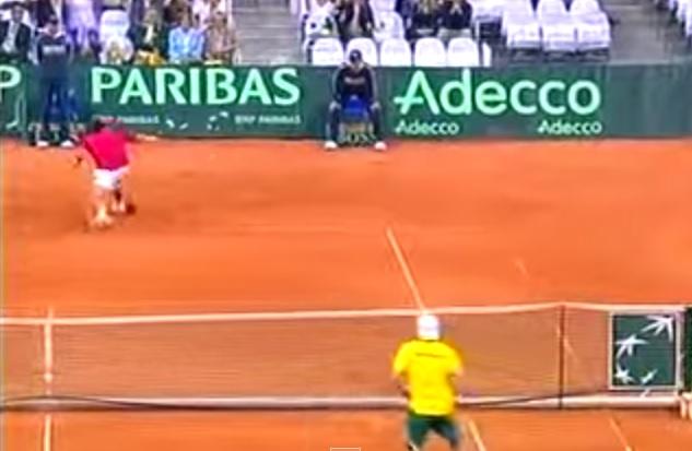 Un coup de raquette magique de Janko Tipsarevic lors d'une rencontre de Coupe Davis en 2007.