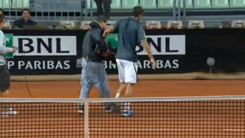 Viktor Troicki embarque un caméraman pour montrer la marque.