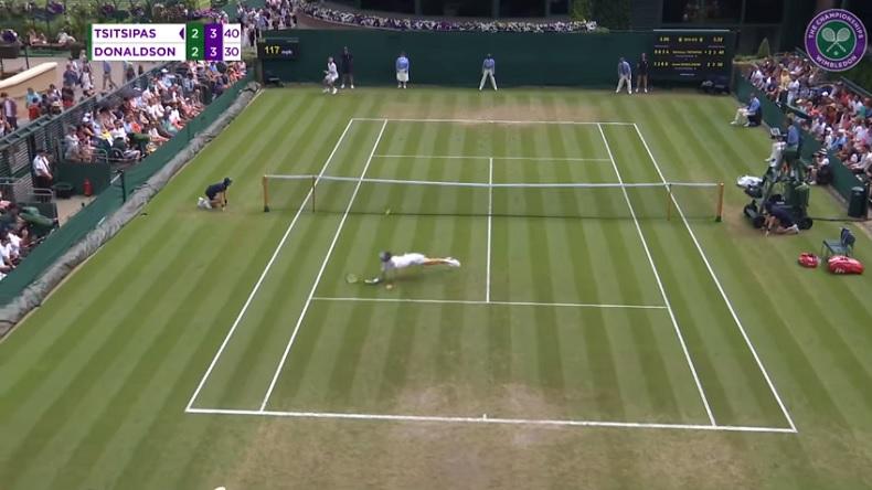 Le magnifique plongeon de Tsitsipas contre Donaldson à Wimbledon.