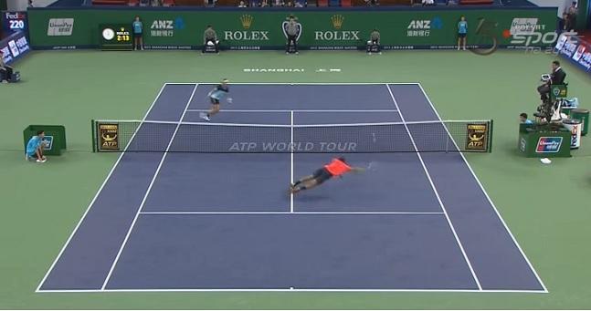 Un point énorme de Jo-Wilfried Tsonga pour obtenir une balle de match contre Rafa Nadal.