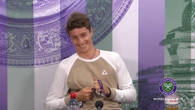 Ugo Humbert essaye d'esquiver les réponses en anglais en conférence de presse à Wimbledon.