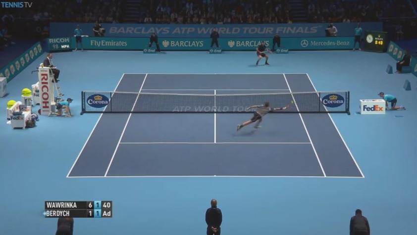 Cette volée de Stan Wawrinka fait partie des meilleurs points de la deuxième journée du Masters 2014.