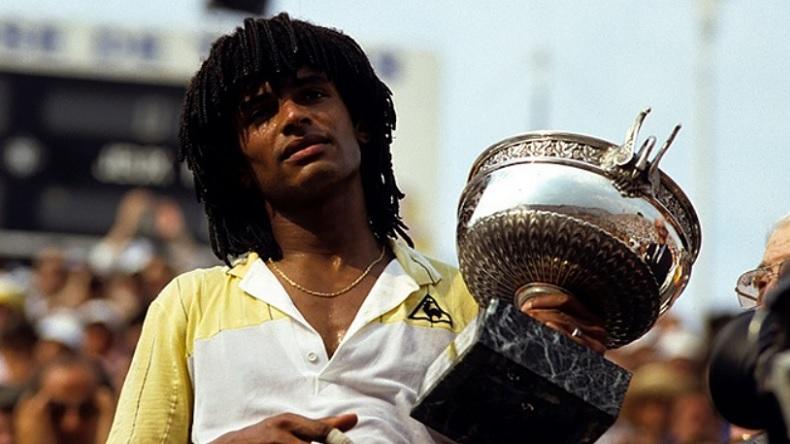 Yannick Noah fait chavirer la France en remportant Roland-Garros 1983.