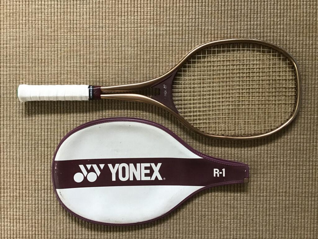 La Yonex R-1, la première avec la forme carrée ISOMETRIC.