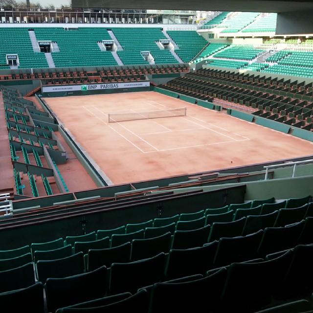 Le court central à Roland Garros vue du salon Coupe Davis. Pas dégueulasse non plus.