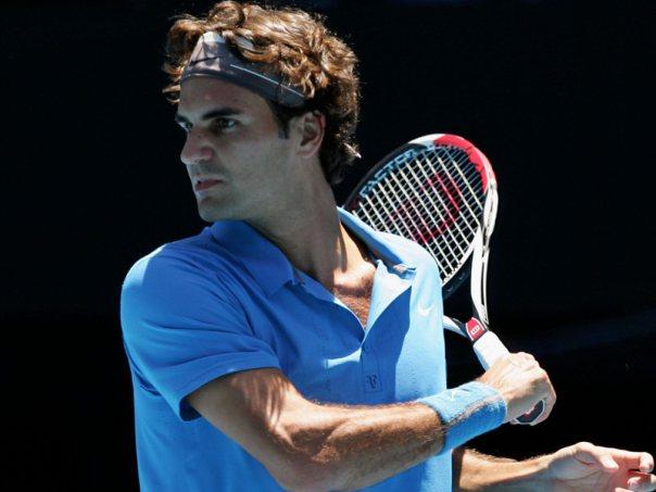 Roger Federer trouve un angle absurde à l'Open d'Australie 2008.