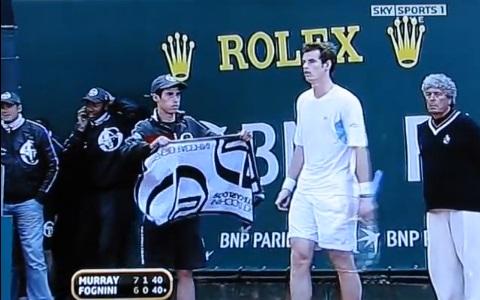A l'image cet adolescent totalement ignoré par Andy Murray, les ramasseurs de balles connaissent parfois des grands moments de solitude.