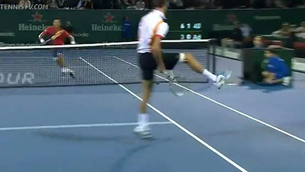 Benoît Paire avait régalé au tournoi d'Auckland 2013 avec une volée lobée entre les jambes.