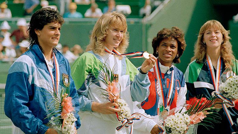 Steffi Graf remporte l'Or aux Jeux Olympes de Séoul en 1988 et elle est en route vers le seul Golden Slam de l'histoire du tennis.