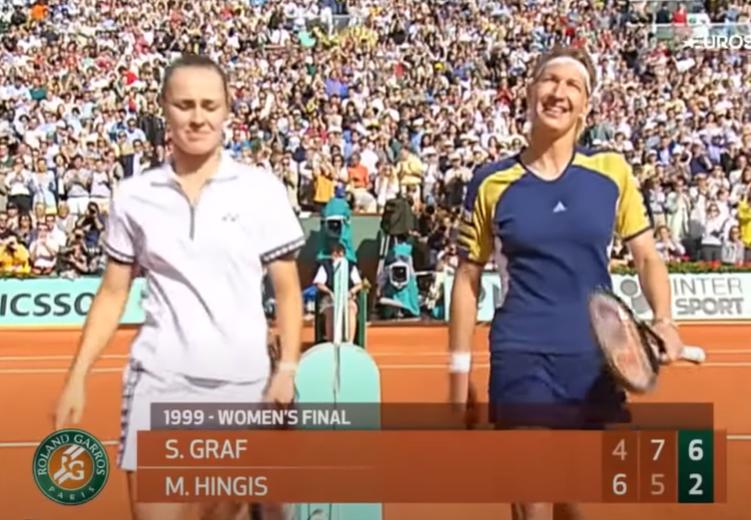 En 1999, la finale entre Martina Hingis et Steffi Graf avait marqué l'histoire du tournoi. La Suissesse avait réussi à se mettre à dos le public parisien.