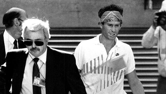 John McEnroe se fait disqualifier en huitèmes de finale de l'Open d'Australie 1990. (News Limited)