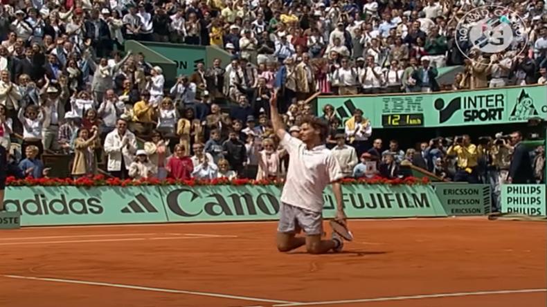En 2001, Gustavo Kuerten dessinait son premier coeur sur le central de Roland-Garros, après sa victoire miraculeuse en huitièmes de finales contre Michael Russel.