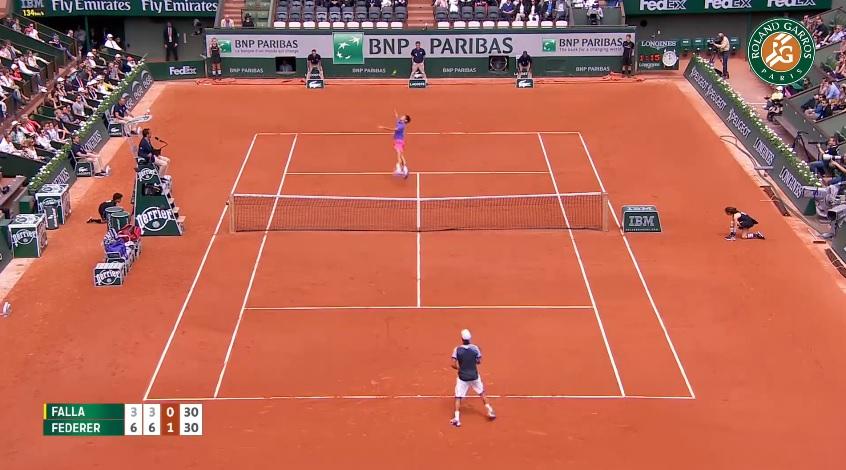 Roger Federer est bien sûr dans les plus beaux points du Jour 1 à Roland Garros.