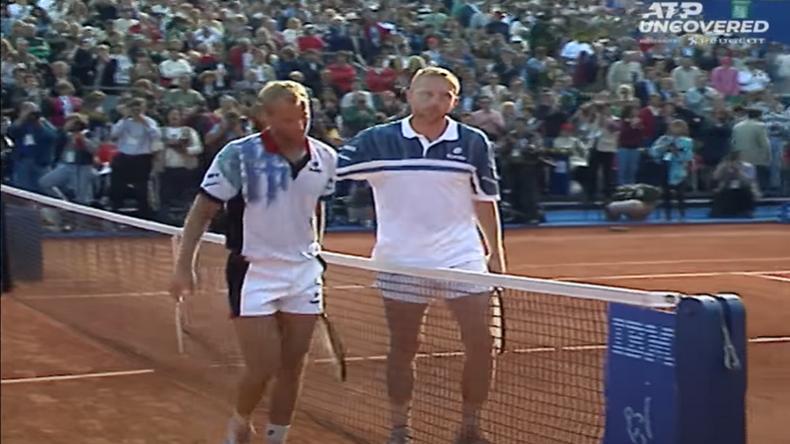 Une poignée de main respectueuse entre Muster et Becker. Ils ont joué une finale titanesque de 3h15 lors de l'édition 1995 de Monte-Carlo.