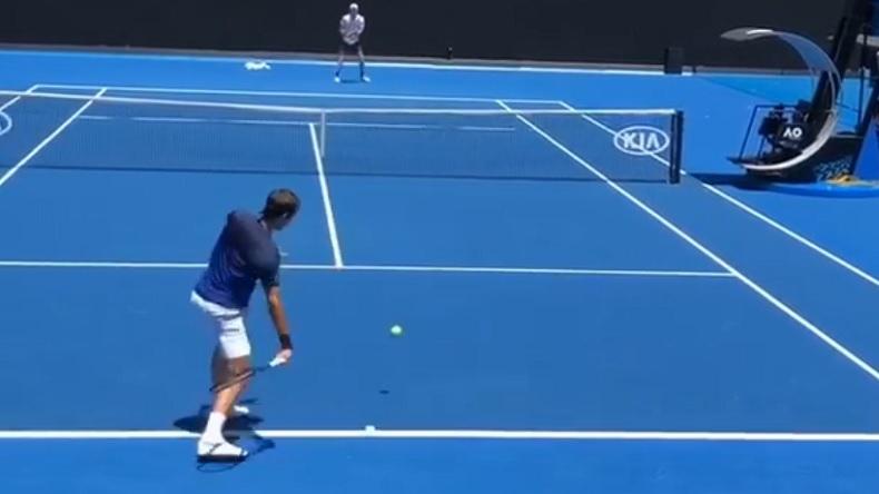 Le point superbe à l'entraînement entre Federer et Edmund à l'Open d'Australie 2019.