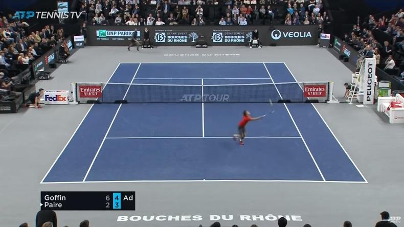 David Goffin fait le break contre Benoît Paire à Marseille sur un point superbe.