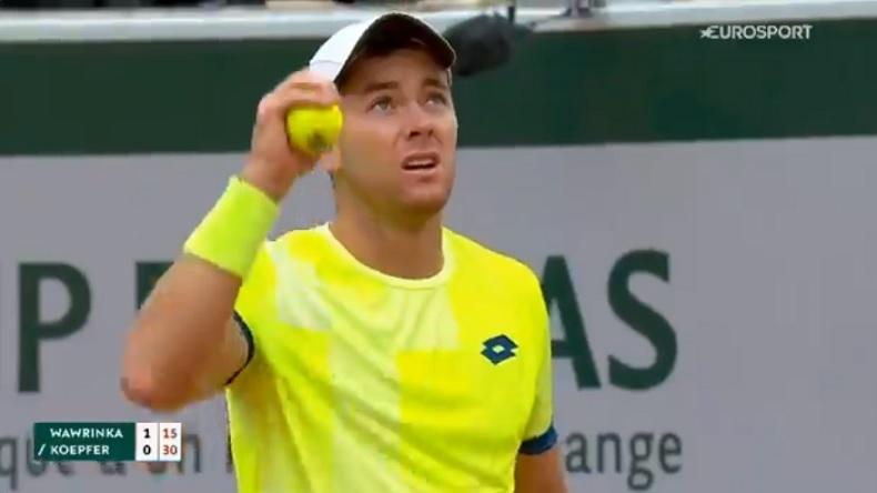 Dominik Köpfer a sursauté quand il a entendu le bruit de l'avion de chasse passant le mur du son, comme beaucoup de joueurs à Roland-Garros.