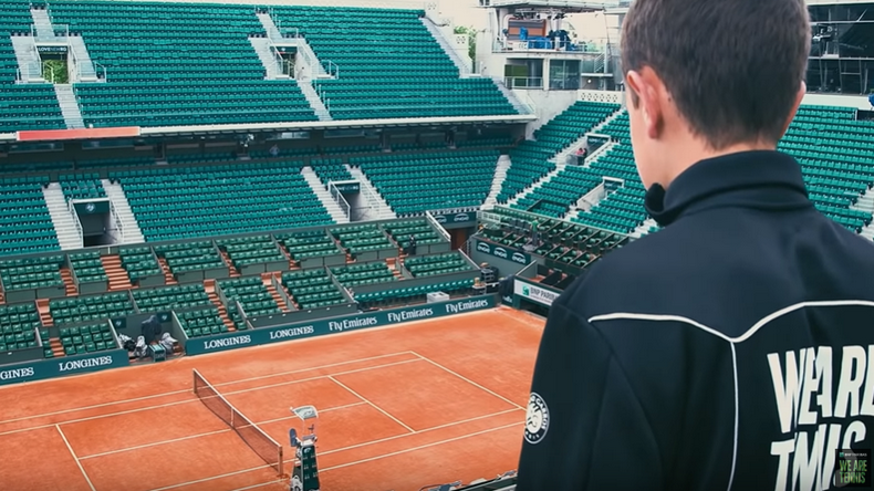 """Le documentaire """"Terre de rêve"""" nous fait entrer dans le monde des ramasseurs de balles à Roland-Garros."""