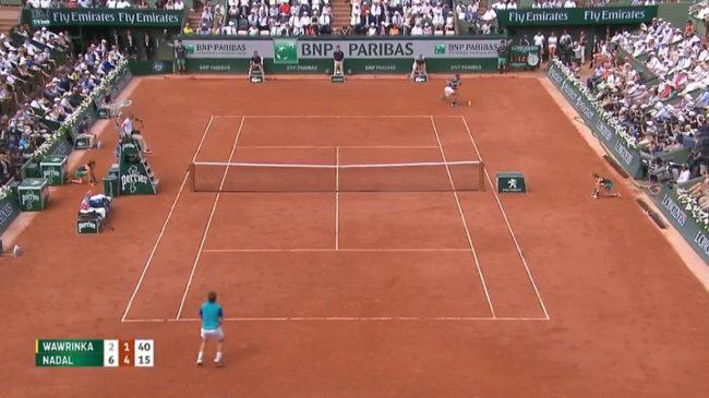 Rafa Nadal gagne le plus beau point de la finale sur un coup droit d'un autre monde (Roland-Garros 2017)