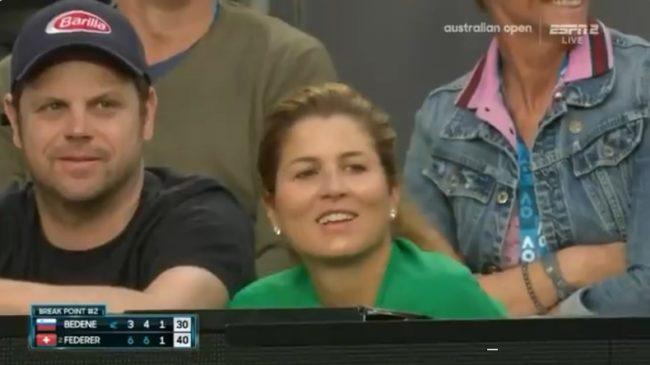 """""""Ce n'est pas le mien."""" Federer quand un bébé perturbe le service de Bedene"""