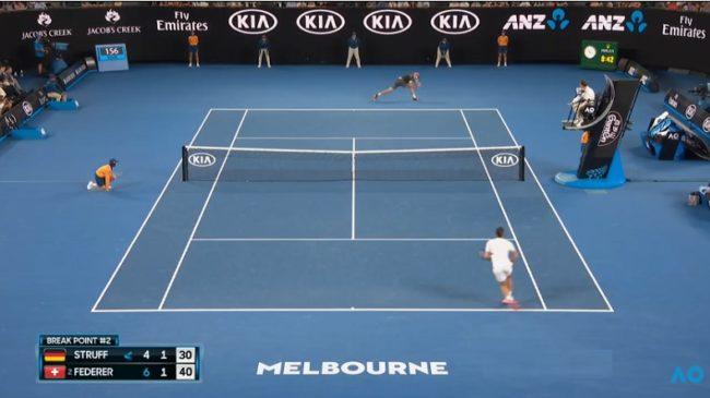 A l'arrache, Jan-Lennard Struff gagne un point magnifique contre Federer (OA 2018)