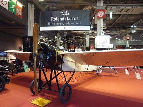 Pourquoi le stade Roland-Garros porte-t-il le nom d'un aviateur ?