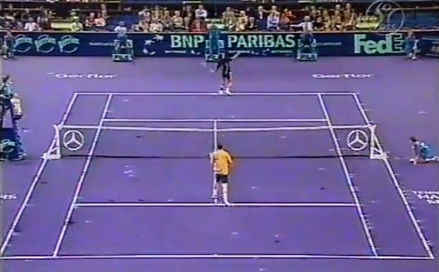Hicham Arazi : un smash monstrueux dos au filet (Bercy 2001)