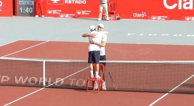L'accolade la plus originale de l'histoire du tennis (Bogota 2014)